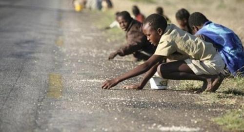 صدها هزار تن در زیمبابوه نیازمند کمک میباشند